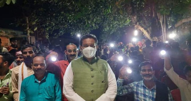 Kaushambi Chaayal Vidhayak Sanjay Kumar Ne Di Gaon Ko Saugaat Uttar Pradesh