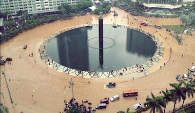 Permasalahan banjir yang kerap kali melanda kota-kota besar dapat diprediksi dengan analisis curah hujan