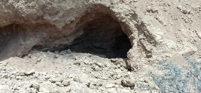 BREAKING NEWS -- अवैध बजरी खनन के दौरान खाई में रेत ढहने से दो मज़दूरों की मौत !    आखिर कब रुकेगा यह सिलसिला ?