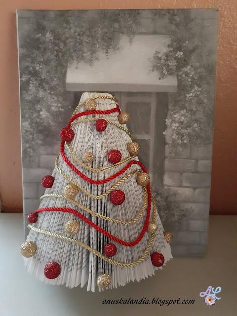 Árbol-navideño-con-libro-Anuskalandia