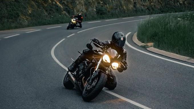 Papel de Parede Motociclista na Estrada
