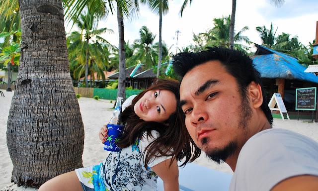 Marky Ramone Go is Having a beer with Sandra in Malapascua
