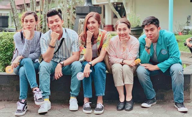 Film Mahasiswi Baru: Memaknai Kehilangan dengan Langkah Riang