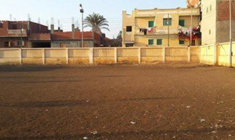 مواطن يبيع أرض مركز شباب قرية الحاكمية