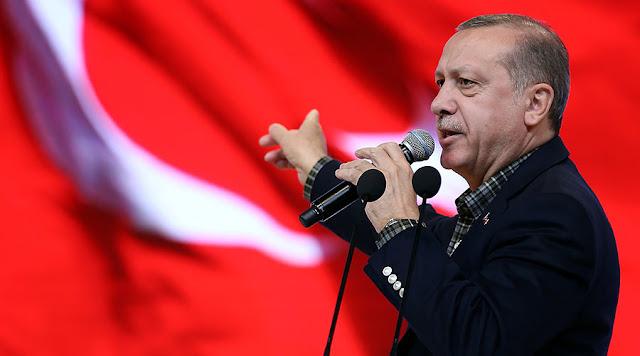 Ένα μπουκέτο τουλίπες για τον Ερντογάν