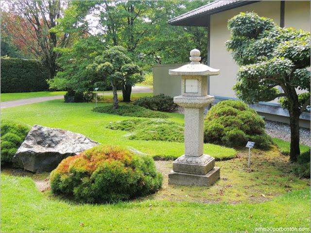 Jardín Japonés del Jardín Botánico de Montreal: Linterna Japonesa