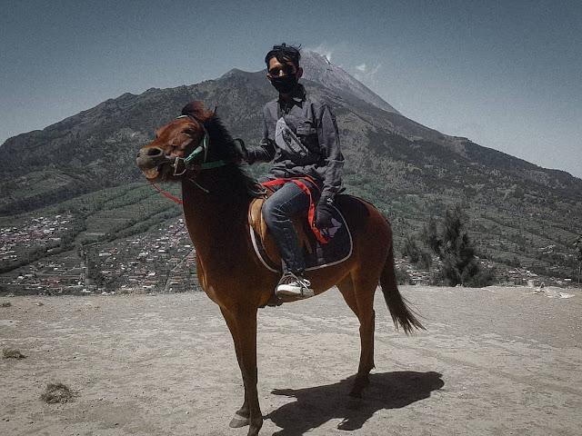 berkuda di embung Manajar Selo Boyolali