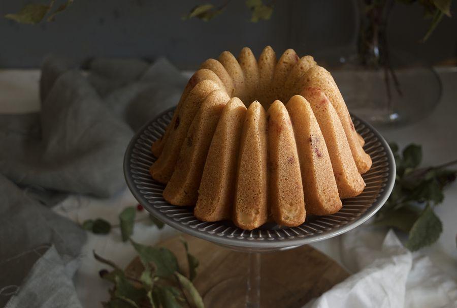 bizcocho-bundt-cake-de-yogur-y-grosellas-rojas