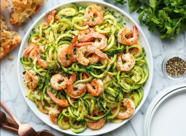 Zucchini Pasta with Lemon Garlic Shrimp #healthy #lowcarb