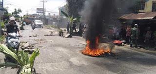 Warga Bandar Senembah Binjai Barat Blokir dan Tanam Pohon di Jalan Tuntut Perbaikan