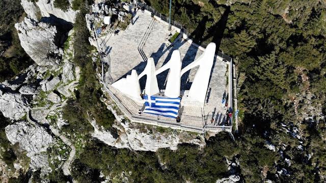 Φόρο τιμής στην Εθνική Επέτειο της 25ης Μαρτίου και τη συμπλήρωση 200 χρόνων από την έναρξη της Ελληνικής Επανάστασης απέδωσαν η Επιτροπή ΠΡΕΒΕΖΑ 1821-2021 «ΙΣΤΟΡΙΑ-ΜΝΗΜΗ-ΕΛΕΥΘΕΡΙΑ» με την συμμετοχή και την σημαντική συμβολή του Συλλόγου του Αγίου Θωμά και του Συλλόγου Μικρασιατών και Ποντίων Πρέβεζας.