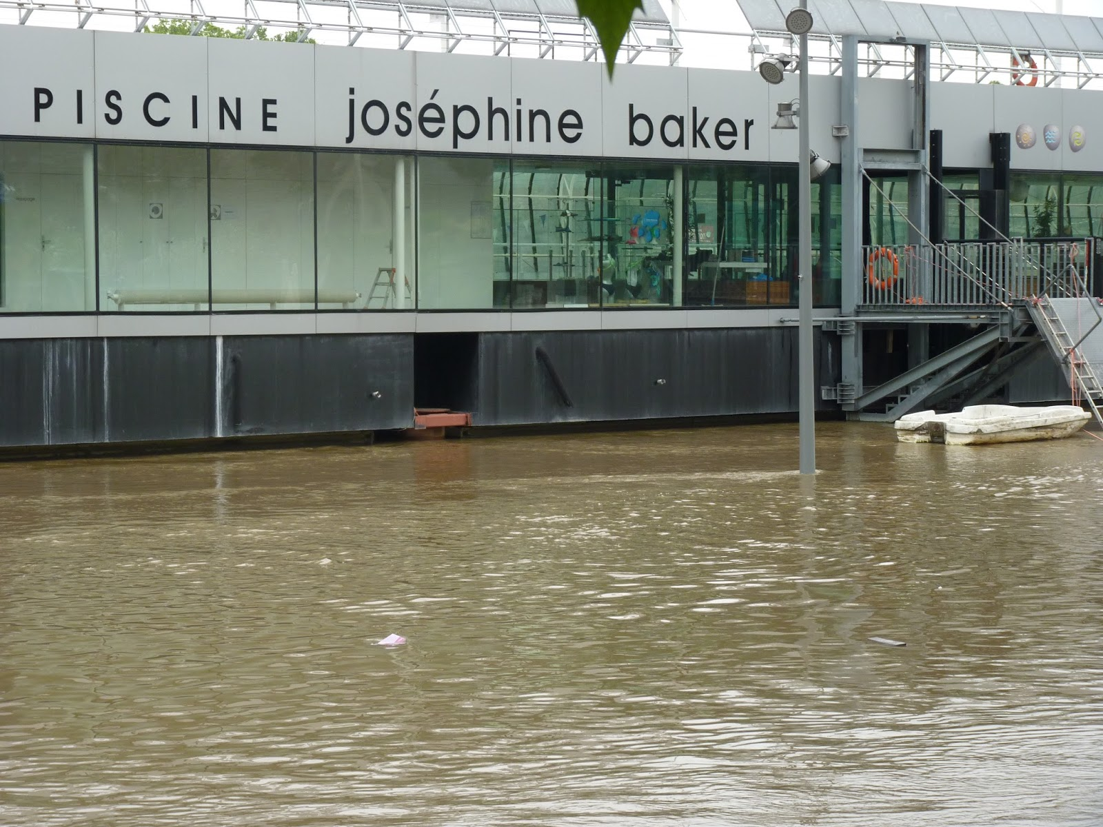 La bobine rouge for Piscine josephine baker