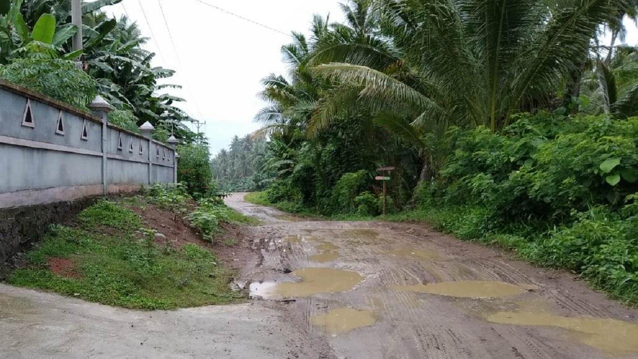 Fisik jalan yang sangat rusak