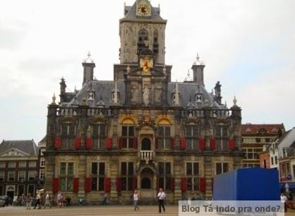 na praça principal de Delft