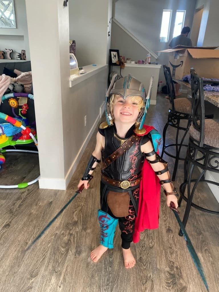 Adorable Gladiator Thor : 雷神ソーのグラディエーター・コスチュームがお似合いの愛らしい剣闘士の男の子 ! !