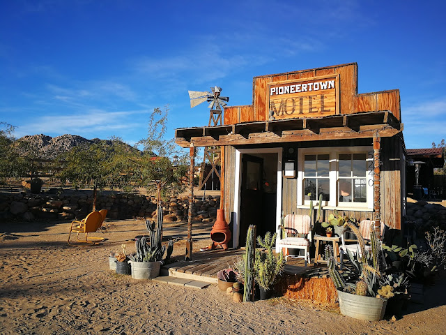 pioneertown motel california città fantasma