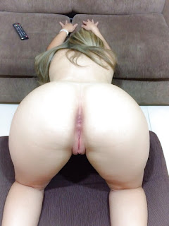 hermosa rubia culona desnuda