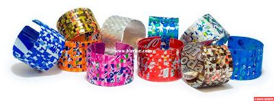 Os estilistas e entusiastas da moda mais populares criaram algumas ideias realmente criativas, inusitadas e surpreendentes, e criaram acessórios de moda inovadores usando materiais reciclados e recicláveis, como latas de refrigerante, papel, plástico e muito mais ...