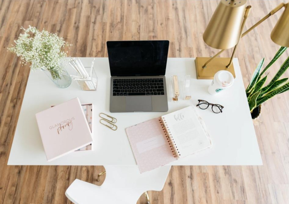 Tips for Managing your 9-5 and Handmade Business Work From Home