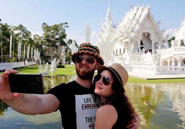 Arti Mimpi Berfoto Selfie Sendiri dengan Teman Keluarga Pasangan