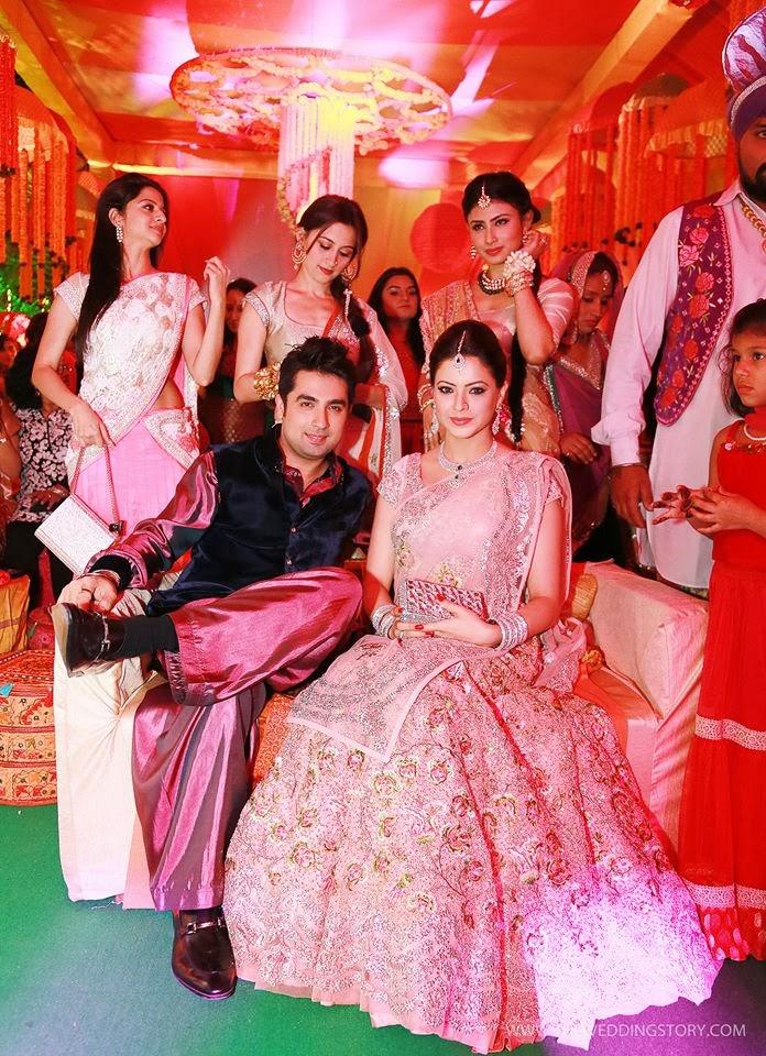 http://1.bp.blogspot.com/-LmerWS0iKkc/UsGARiuLb7I/AAAAAAAAOcw/d6P2BRt_PDI/s1600/tv-actress-aamna-sharif-wedding-photos+(21).jpg Aamna Sharif Wedding