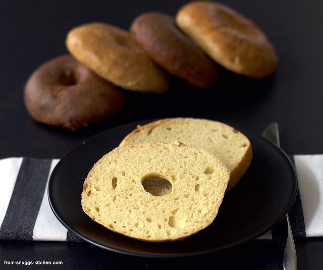 Bagels mit Kartoffelwasser und Ei