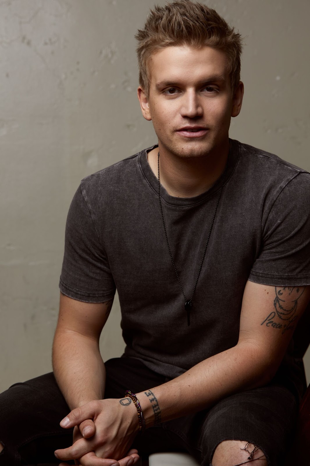 Interviewed By The Tarot: Levi Hummon Interview By Christian Lamitschka For Country