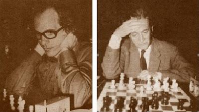 Los ajedrecistas Bertus F. Enklaar y el Dr. Ramón Rey Ardid en 1974