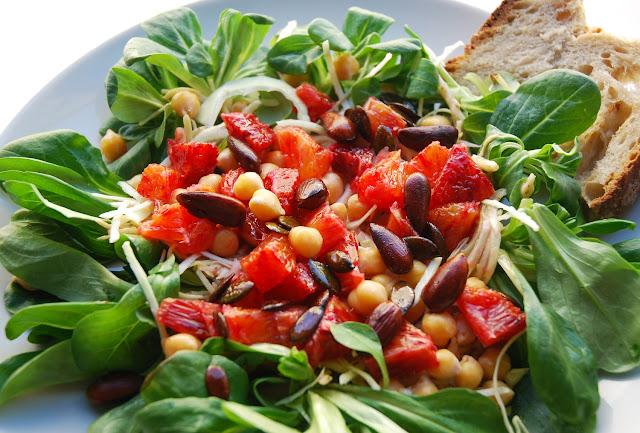Salade de chou, pois chiches et oranges