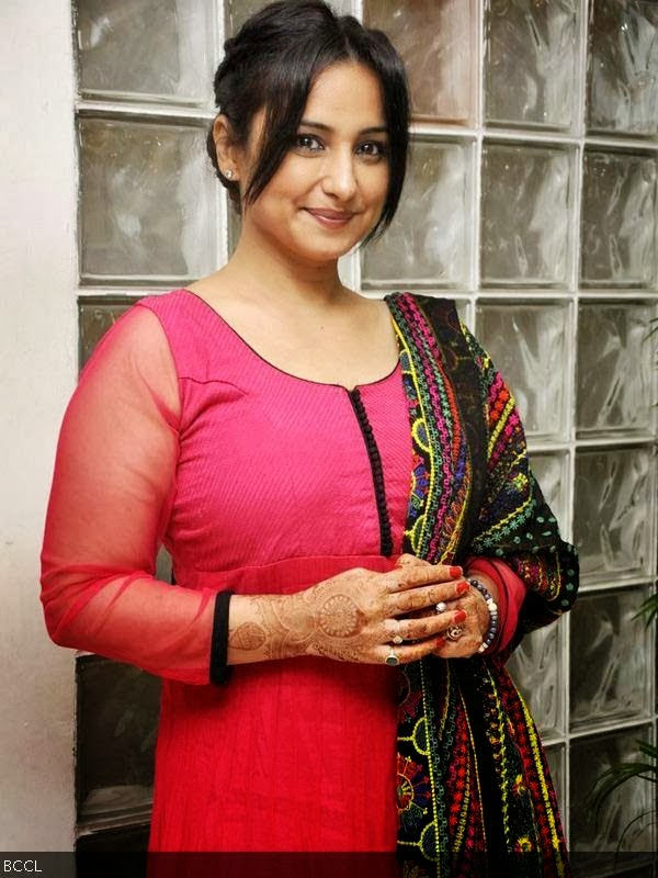 Divya dutta showing her big boobs in public - 4 2
