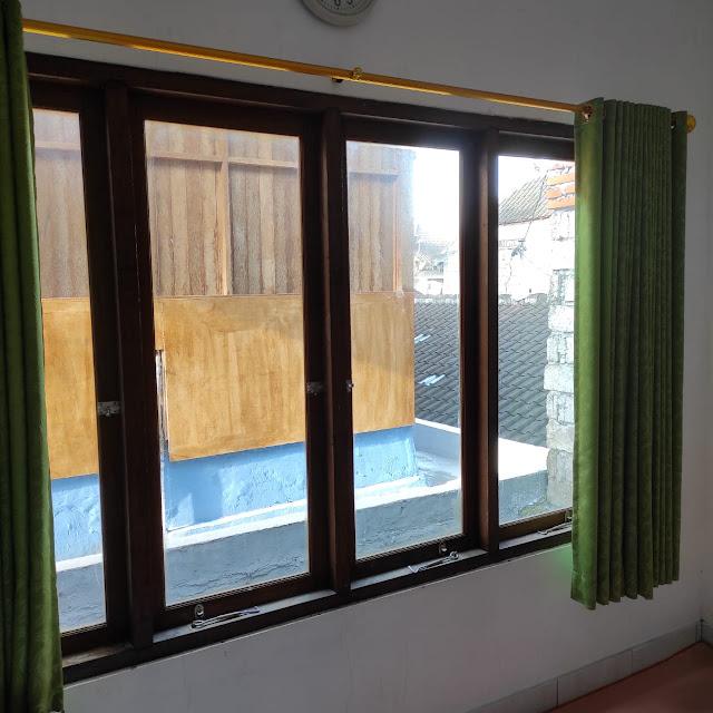 Desain jendela utama