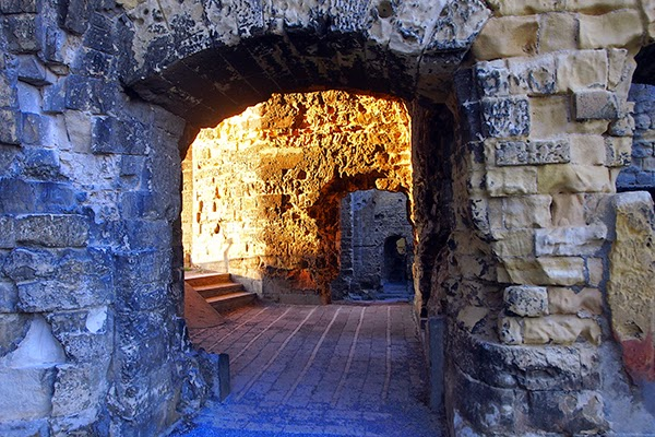 valkenburg netherlands castle ruins