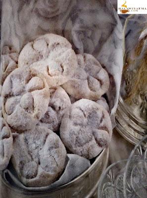 مقادير حلوة غريبة منقوشة و حلوى باللوز و التين الجاف