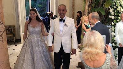 63cf07f4fd4a Ο γάμος έγινε στη θρυλικής ομορφιάς βίλα Τριτόνε στο Σορέντο