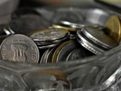 Rupee plunges to record low of Rs 69.12 against US dollar
