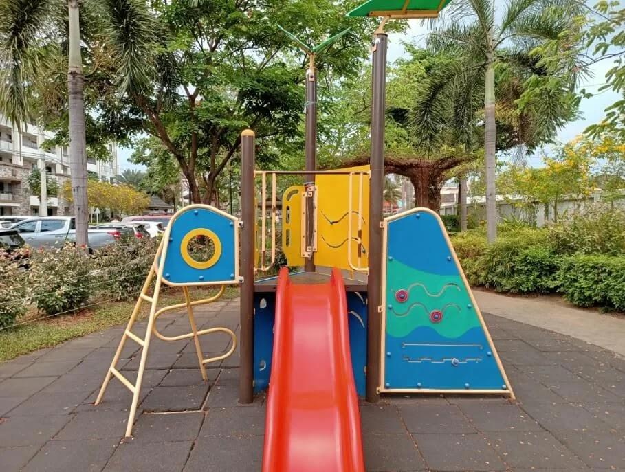 OPPO Reno3 Pro Camera Sample - Playground, Dazzle Color On