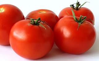 Tomat bermanfaat dalam mencerahkan wajah