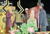 Buka MTQ di Madapangga, IDP Dikejutkan dengan Hadiah Lukisan dari Warganya