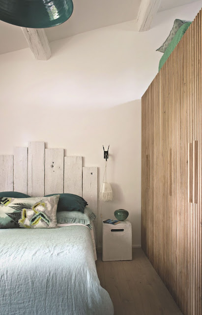 Decordemon a holiday home between tradition and modernity - Tete de lit en planche de bois ...