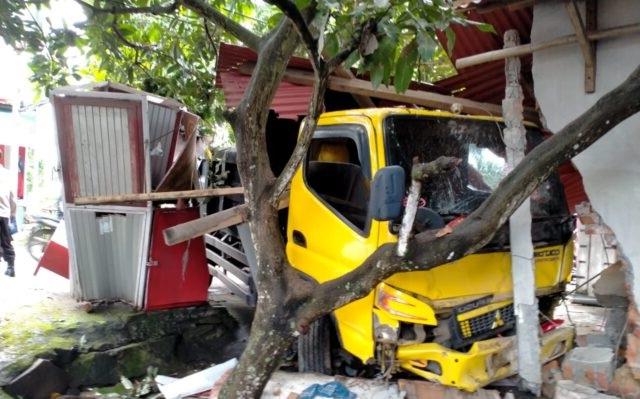 Kecelakaan Dump Truck Tabrak Motor di Lombok Timur