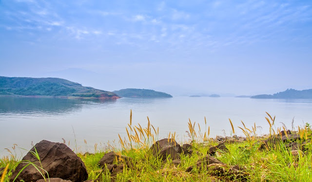 The location of Banasura Dam is amazing and the colors around this place are mesmerizing. There are various activities around the Banasura Dam - horse riding, boat ride, motor-boat ride etc. There are some artists who can create your sketch or caricature. For more details & tips, check this link     4. Curuva Island :