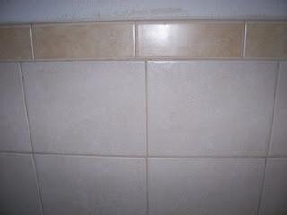 krzywa fuga w łazience