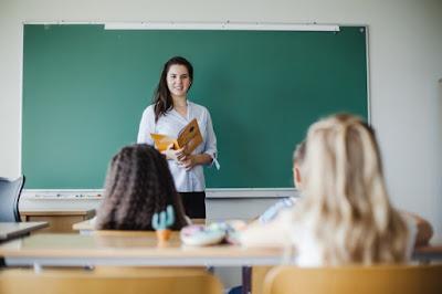 BLOGGER NEWS | Berikut Syarat Guru Honorer yang Bisa Mencicipi 50 Persen Dana BOS