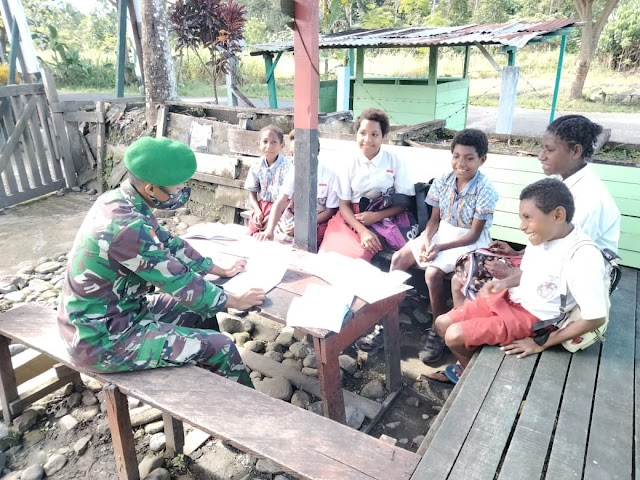 Satgas Yonif 512 Berbagi Ilmu Pengetahuan Dengan Anak-anak di Ujung Timur Indonesia