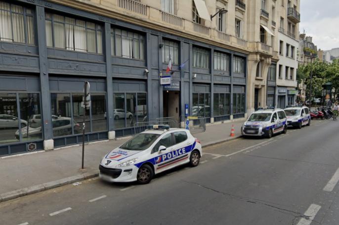 Paris : Un homme étranglé pour sa carte bancaire, des passants aident les policiers à arrêter les agresseurs