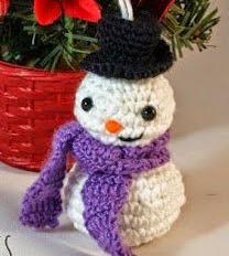 http://hamabeadstyle.blogspot.com.es/2014/11/muneco-de-nieve-amigurumi-adorno-para.html