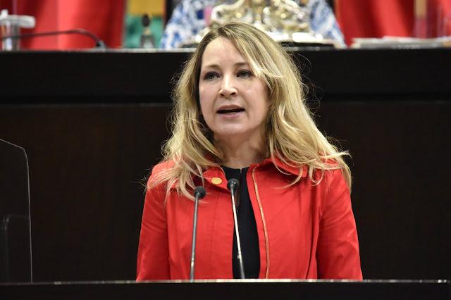 Llama Claudia Pastor a respetar la Constitución, sus valores, principios e instituciones