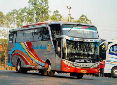 Foto Bus Rosalia Indah Madiun Jakarta