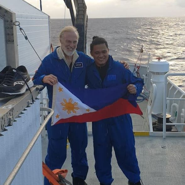 Pinoy makes history after reaching third deepest spot on Earth