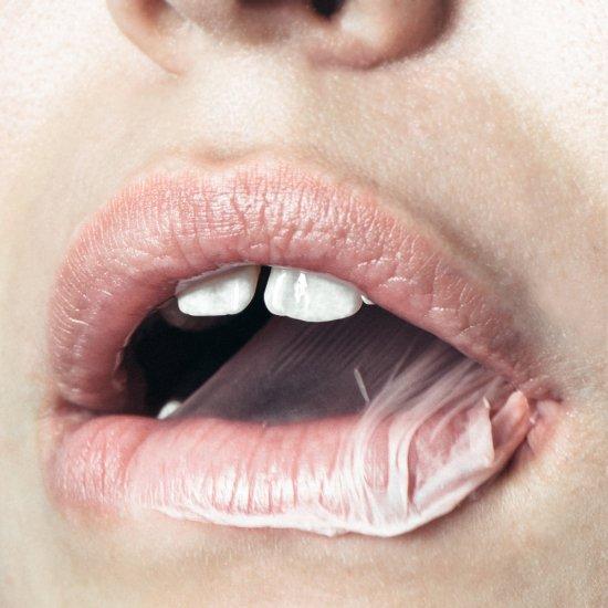 Nastia Cloutier-Ignatiev fotografia artística close-ups bocas beijos amor rosa vermelho sensual paixão mulheres casais
